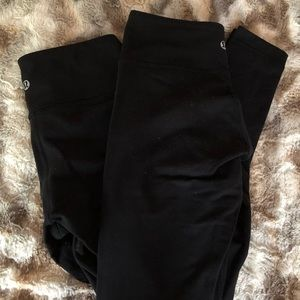 "2!!!! Lululemon Black ""wonder under"" fit leggings."